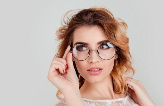 Die Brille Trägt Einiges Dazu Bei